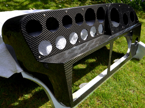 Carbon Weezel - Carbon fibre boat dashboards and interior panels